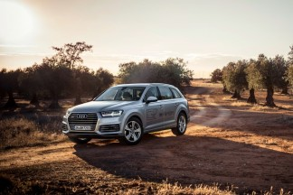"""Hibridinę jėgainę turintis """"Audi Q7"""" netrukus debiutuos Lietuvoje"""
