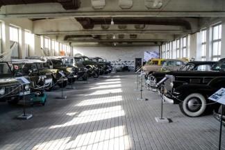 """Kaip """"Retromobile"""" klubo nariai plušo prie istorinės, karinės technikos muziejaus atidarymo"""