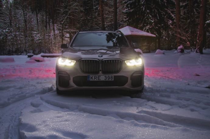 Naujos kartos BMW X5 M50d (3)