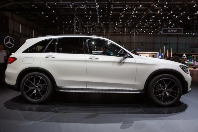 """Hibridinę pavarą gavęs """"Mercedes-Benz GLC"""""""