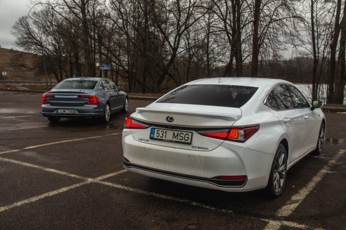 Lexus ES ir Volvo S90 palyginamasis testas