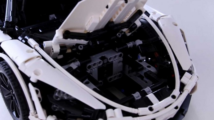 Iš Lego sukonstruotas McLaren 720S