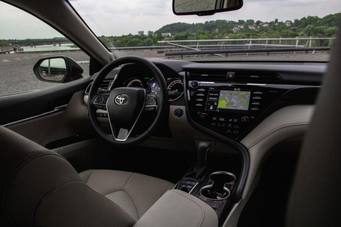 Hibridinio Toyota Camry testas