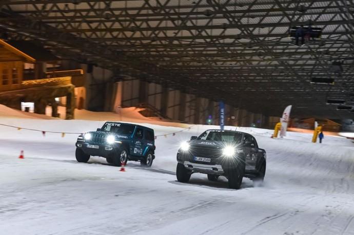 Jeep Wrangler ir Ford Raptor