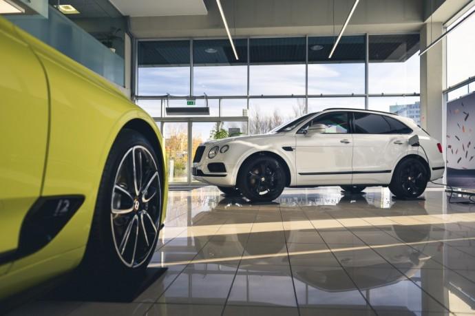 Hibridinins Bentley Bentayga