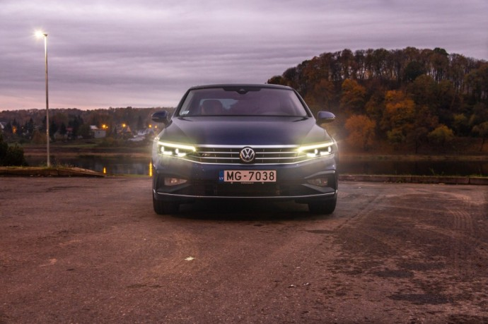 Atnaujinto Volkswagen Passat testas