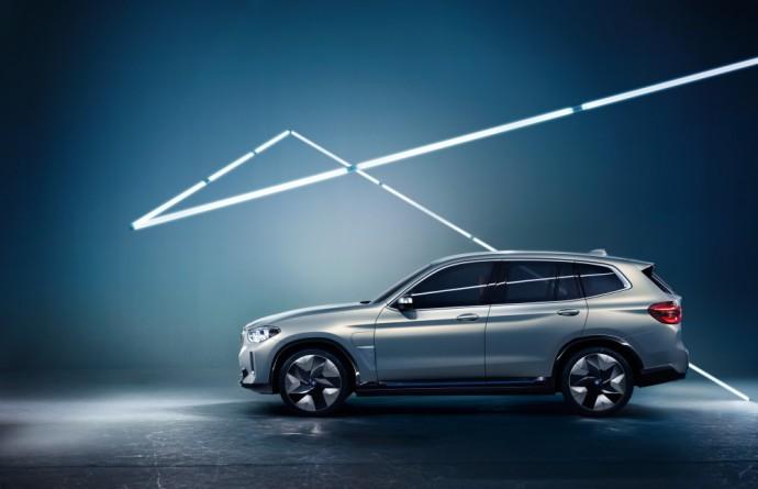 Elektrinis BMW iX3