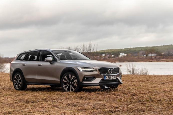 Volvo V60 Cross Country testas