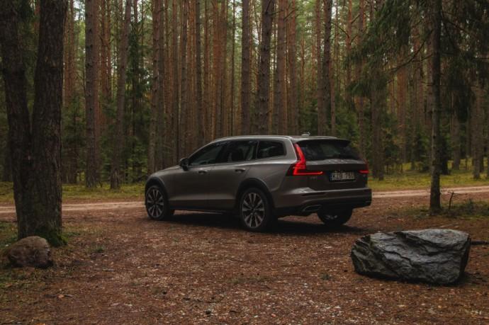 Volvo V60 Cross Country testas