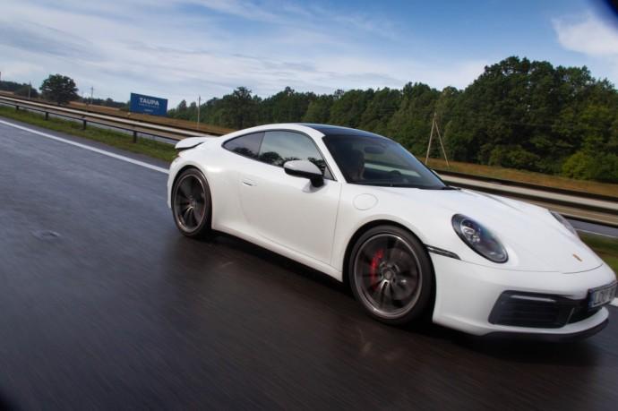 Porsche 911 Carrera S testas