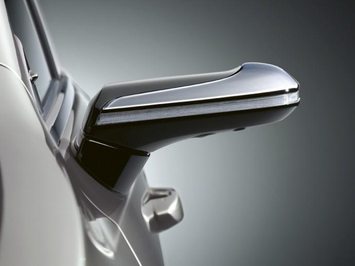 Lexus ES skaitmeninis veidrodėlis