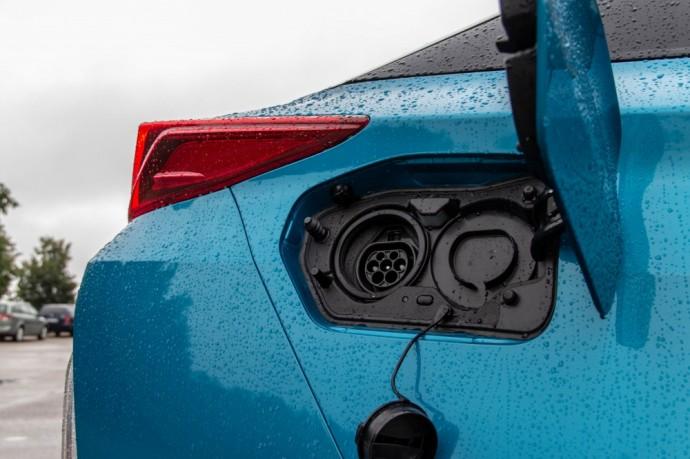 Toyota Prius Plug-In Hybrid testas