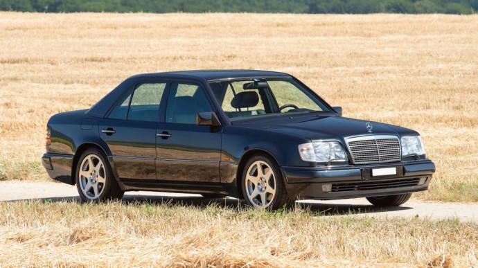 Ribotos laidos Mercedes-Benz E60 AMG
