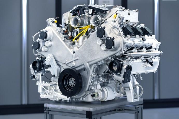 Visiškai naujas Aston Martin 6 cilindrų variklis