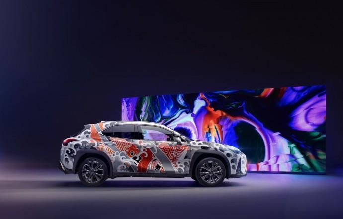 Tatuiruotas Lexus UX visureigis