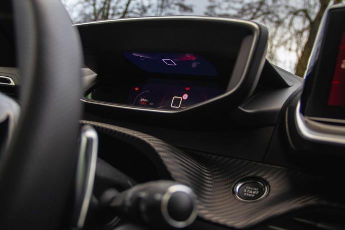 Peugeot 208 GT-Line ir Renault Clio RS-Line