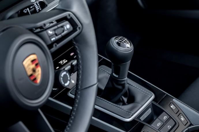 Septynių laipsnių mechaninę pavarų dėžę turintis Porsche 911