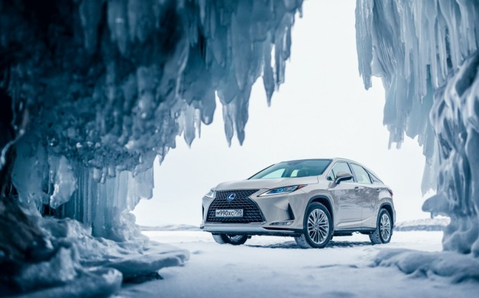 Ant baikalo ežero stovintis Lexus RX
