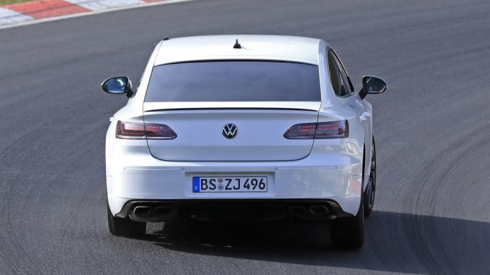 Sportiška Volkswagen Arteon R versija