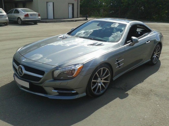 Gatvėje užfiksuotas Mercedes-Benz SL550