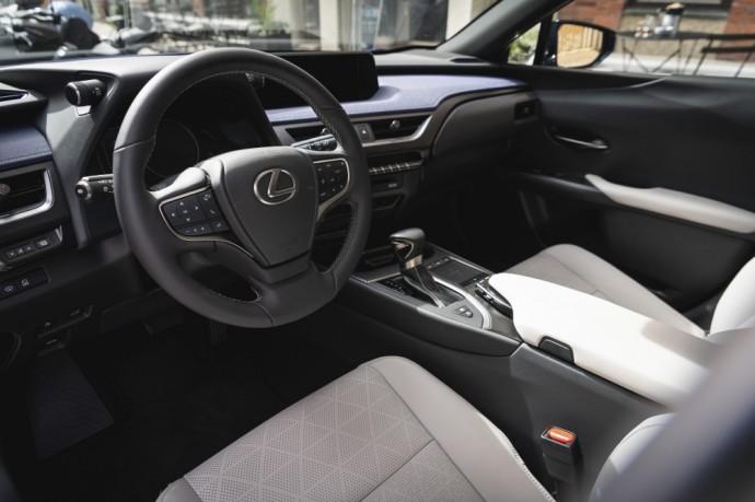 Lexus UX250h atsiliepimai
