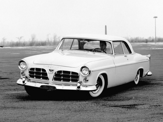 1955 metais pagamintas Chrysler C-300