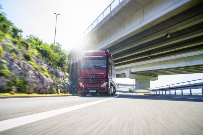 Predictive Powertrain Control (PPC) – 10 Fragen und Antworten zum vorausschauenden Tempomaten von Mercedes-Benz TrucksPredictive Powertrain Control (PPC) sistema