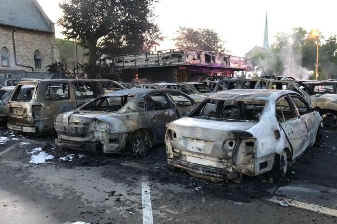 Sudeginti automobiliai JAV