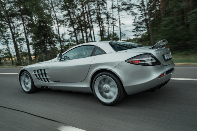 """Mercedes-Benz SLS AMG"" ir ""Mercedes-Benz SLR Mclaren"""