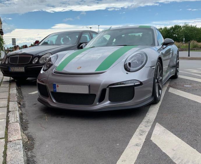 Gatvėje užfiksuotas Porsche 911 R