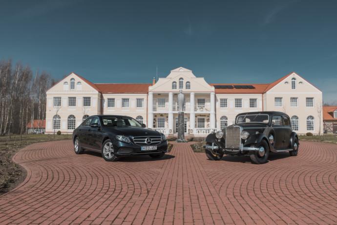 Tautvydo dvare stovintys Mercedes-Benz