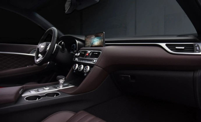 Atnaujintas Genesis G70 sedanas