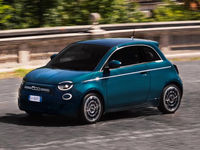 Elektrinis Fiat 500 hečbekas