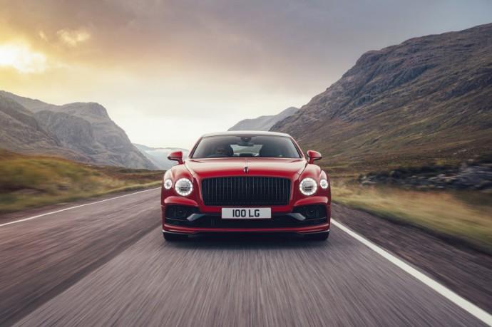 V8 variklį turintis Bentley Flying Spur