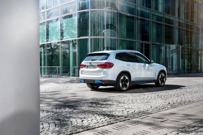 Gamykloje surenkamas elektrinis BMW iX3 visureigis
