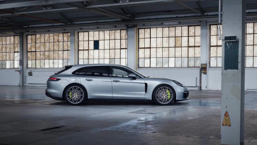 """Porsche"" siūlo universalą su 700 AG"