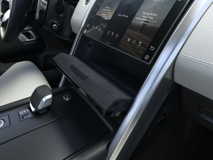 Visapusiškai atnaujintas Land Rover Discovery visureigis