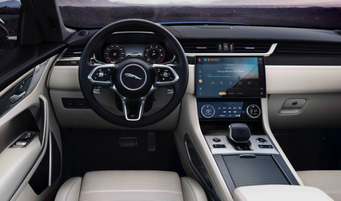 Jaguar has updated the high-performance SVR version of the F-Pace SUV