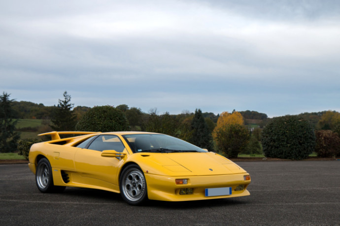 Lamborghini Diablo is a high-performance mid-engine sports car that was built by Italian automotive manufacturer Lamborghini between 1990 and 2001