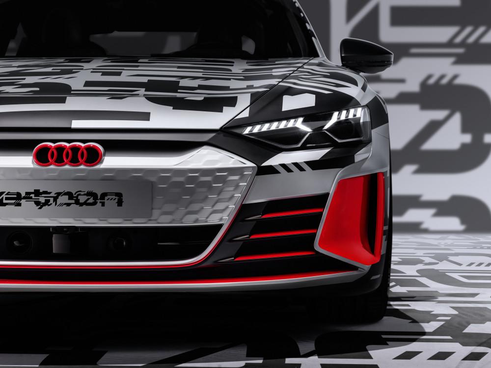 """Naujos kartos """"GT"""" klasės automobilis"""
