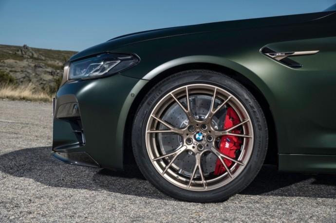 """""""Krasta Auto"""" skelbia, kad šio modelio kaina prasideda nuo 175 850 eurų."""