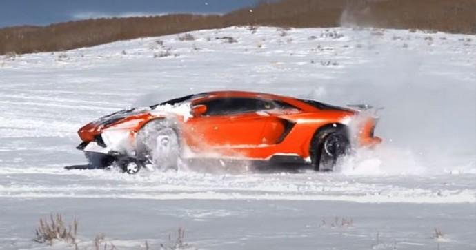 """""""Lamborghini Aventador"""" tradicinius ratus iškeitė į vikšrinę pavarą"""