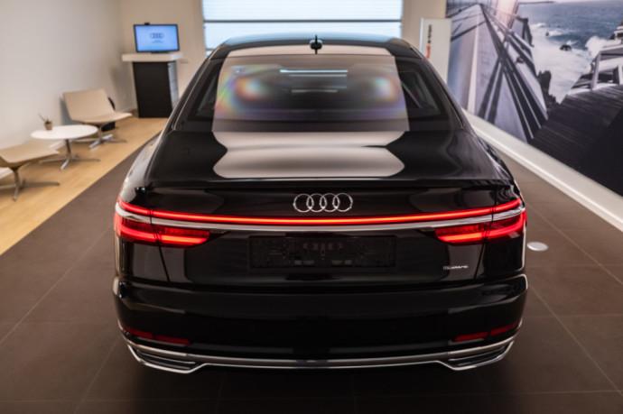 Autojuta salone pristatyta Audi A8L Security