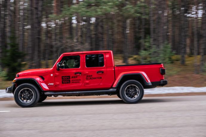 Jeep Gladiator pikapo apžvalga