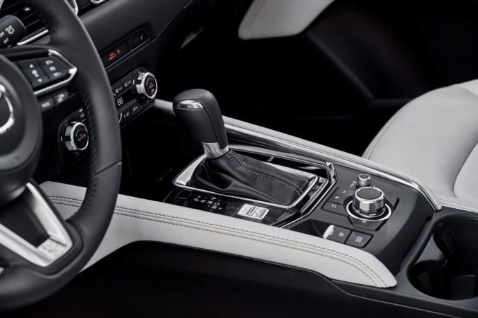 Mazda pavyzdys - funkcijų valdiklis ir mygtukai