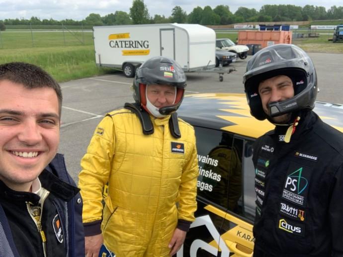 """Šiemet čia vėl startuos """"CITUS Racing"""" ekipa, kuri varžysis dyzelinių automobilių klasėje. Trys ekipos vairuotojai – Mindaugas Vanagas, Klaudas Bučinskas bei Remigijus Devainis sės prie """"Volkswagen Golf"""" vairo."""