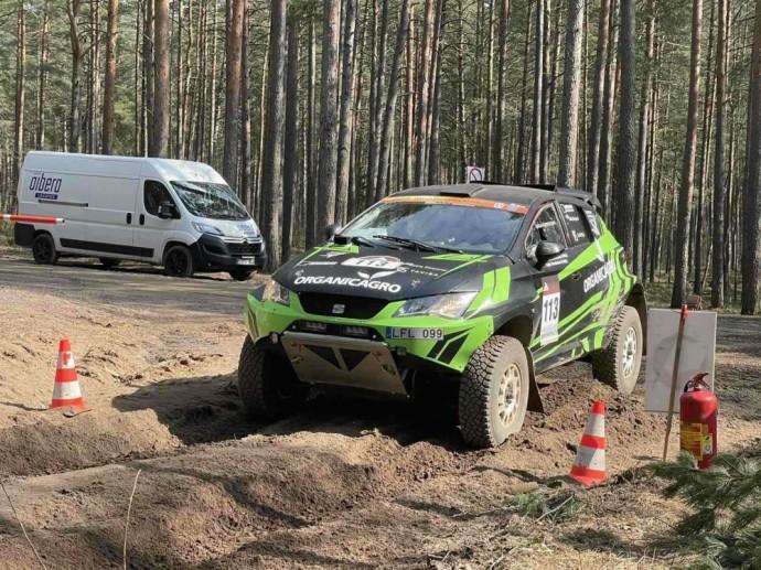 """Čia startuos ir praėjusių metų čempionai, šių metų sezoną pergale jau pradėjęs """"Organicagro Racing Team"""" duetas – Vaidotas Paškevičius su Gyčiu Vercinsku."""