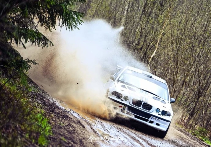 Renaldas Šeinauskas pasakojo, kad planuose prieš Kelmės ralį buvo numatyti testai Ignalinoje, tačiau juos pakeitė darbai garaže. Teko išardyti ir perrinkti BMW variklį.