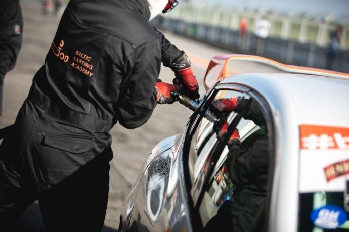 """Keletą metų sėkmingai augęs pats ir auginęs kartingo sporto atstovus """"Baltic Karting Academy"""" projektas tvirtu žingsniu įžengė į automobilių sportą."""