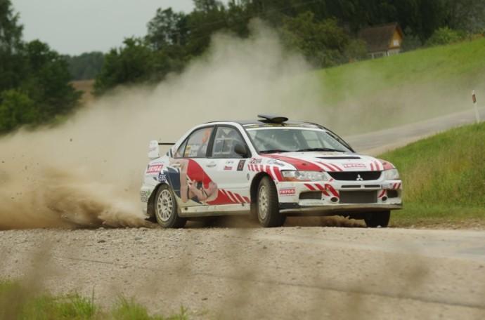 """Pajėgiausi Lietuvos ir Lenkijos ralio meistrai bei keletas pilotų iš Latvijos, Estijos, Ukrainos bei Čekijos pradės kovas """"Rally Žemaitija 2021"""" trasose."""